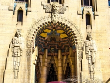 Entrance to the Guardian Building
